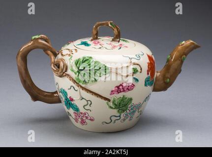 Teekanne, 1750/55, Staffordshire, England, Staffordshire, Salz - glasiert Steinzeug, mehrfarbigen Emaillen, 10,2 x 17,8 x 10,2 cm (4 x 7 x 4 - Stockfoto