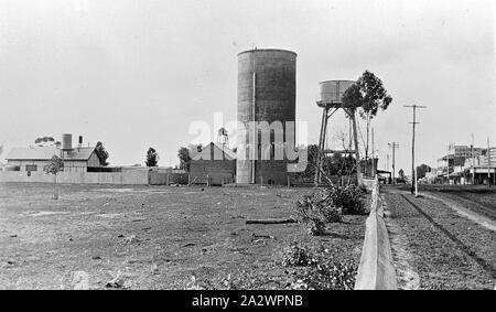 Negative - See, Victoria, ca. 1920, einen Wasserturm, Silo und Häuser - Stockfoto