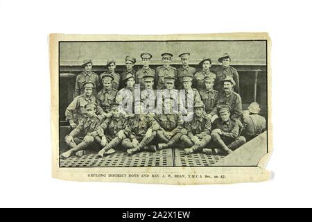 """Zeitungsausschnitt - """"Geelong Bezirk Jungen' an Bord der A 7, der Erste Weltkrieg, Dez 1916 - Feb 1917, Zeitungsausschnitt mit Soldaten an Bord der A7, auf der Reise, die Melbourne am 16. Dezember 1916 verlassen und in Plymouth, England angekommen, am 18. Februar 1917 - Stockfoto"""