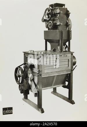 Fotografie - Schumacher Mühle Einrichtung arbeitet, Litharge Pflanze, Port Melbourne, Victoria, 1937, Schwarz und Weiß Werbemittel Bild eines litharge Anlage. Es ist Teil einer Sammlung von Fotografien und markiertes Exemplar des Druckers in die Vorbereitung der Fachliteratur verwendet die Förderung von Produkten durch die Schumacher Mühle Einrichtung arbeitet Pty Ltd. Die Elemente, die ursprünglich in einem Holz- einreichung Schublade untergebracht waren hergestellt - Stockfoto