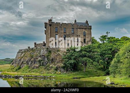 Blick auf Dunvegan Castle auf der Isle of Skye, Schottland - Stockfoto