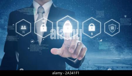 Geschäftsmann aktivieren digitales Netzwerk und Online Data Security System. Schutz Netzwerk- und digitalen Daten