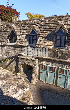 Die berühmten Model Village in Bourton auf dem Wasser, Cotswolds Gloucestershire, England. Foto am 26., August 2019 - Stockfoto