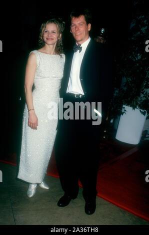 Beverly Hills, Kalifornien, USA, 21. Januar 1995 Schauspielerin Kyra Sedgwick und Schauspieler Kevin Bacon nehmen an der 52. jährlichen Golden Globe Awards am 21. Januar 1995 im Beverly Hilton Hotel in Beverly Hills, Kalifornien, USA. Foto von Barry King/Alamy Stock Foto - Stockfoto