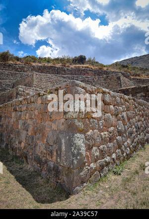 Inka Stein Terrassen an der Tipon archäologische Stätte, südlich von Cuzco, Peru - Stockfoto