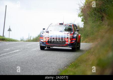 6. Oktober 2019, Wales; Wales Rally GB2019 zwischen Great Orme und Alwen Stufen: Andreas MIKKELSEN & Co Fahrer Anders JAEGER in der HYUNDAI i20 Hyundai Coupé WRC für Shell Mobis World Rally Team Wettbewerb bewegt sich zwischen den Stufen. Credit: Gareth Dalley/News Bilder - Stockfoto
