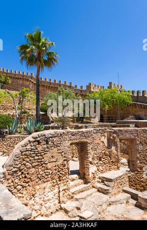 Capdepera Schloss, Festung aus dem 14. Jahrhundert, in der Nähe von Cala Ratjada an der Ostküste von Mallorca, Spanien - Stockfoto