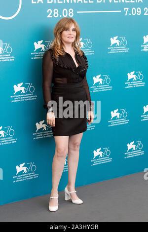 """Venedig, Italien - 30. August: Emmanuelle Seigner besucht die Foto-call der Film """"J'accuse"""" während der 76. Filmfestival von Venedig am 30. August 2019 - Stockfoto"""