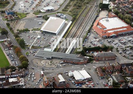 Luftaufnahme von Skegness Bahnhof & Morrisons Supermarkt, Lincolnshire - Stockfoto