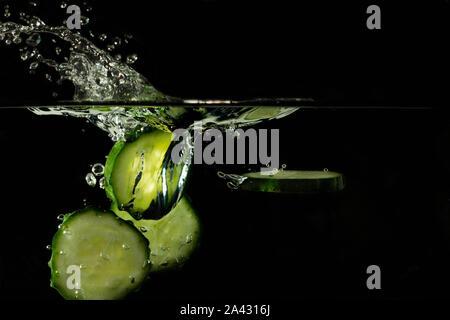 Gurke gintonic gin Wodka cocktail Blasen - Stockfoto