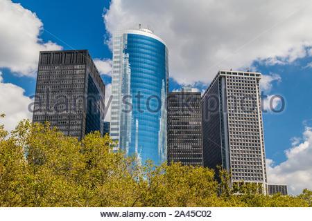 New York, Vereinigte Staaten - 7 September 2014: Farbe Bild mit modernen Wolkenkratzer des Financial District von Manhattan in New York City. - Stockfoto
