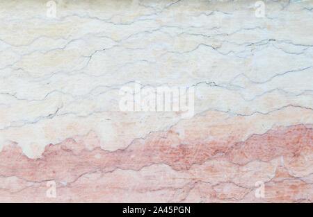 Nahaufnahme eines alten, verwitterten, rissig und bunten Steinmauer. Hochauflösende full frame strukturierten Hintergrund. - Stockfoto