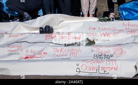 Glasgow, Schottland, Großbritannien. 12. Oktober 2019: Menschen aus Protest gegen die türkische Besetzung und der ethnischen Säuberung der Kurden. - Stockfoto