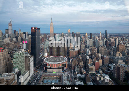 NEW YORK CITY, NY - 5. Oktober 2019: Luftaufnahme der Madison Square Garden in Manhattan, New York City, NY, USA, West suchen.