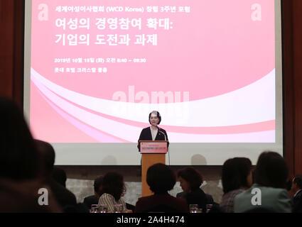 15 Okt, 2019. WCD Forums in Seoul Koreanische Bildungsminister Yoo Eun-hae gibt eine Laudatio auf einem Forum der dritte Jahrestag von Frauen Corporate Directors (WCD) Korea, in einem Hotel in Seoul am 15. Oktober 2019 zu markieren. Credit: Yonhap/Newcom/Alamy leben Nachrichten Stockfoto
