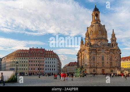 """Dresden, Deutschland - 24. Mai 2010: Wiederaufbau Frauenkirche - Deutsch für """"Kirche Unserer Lieben Frau' am Neumarkt"""", was """"Neuer Markt"""" in Dresden in der - Stockfoto"""