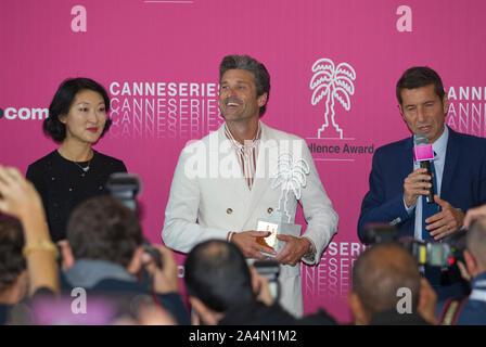Cannes, Frankreich - Oktober 15, 2019: MIPCOM - der Welt Entertainment Content Markt mit Schauspieler Patrick Dempsey erhalt der Canneseries Excellence Award, ein Reed MIDEM Event, Fernsehen Messe | Verwendung weltweit - Stockfoto
