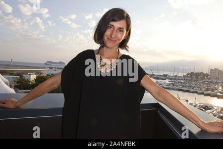 Cannes, Frankreich - Oktober 15, 2019: MIPCOM - der Welt Entertainment Content Markt mit der Besetzung der Würde, der Deutschen durch Julieta Figueroa, Joyn, ein Reed MIDEM Event, Fernsehen Messe - Stockfoto