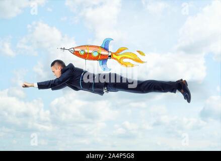 Geschäftsmann fliegt auf der Rakete - Stockfoto