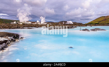 Blue lagoon Panorama mit termal Power Station im Hintergrund, Grindavik, Island - Stockfoto