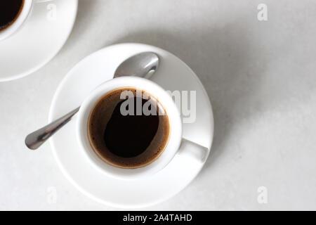 Ansicht von oben für eine Tasse Espresso. Kaffeepause Erfrischung - Stockfoto