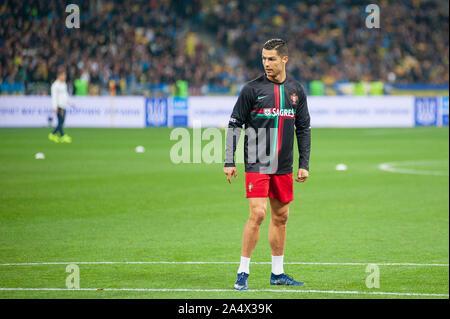 Kiew, Ukraine - Oktober 14, 2019: Beste Sportler im Fußball Cristiano Ronaldo vor dem Spiel der Qualifikation EURO 2020.
