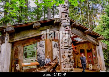 Indigene, erste Nationen aufweisen, Capilano Suspension Bridge Park, North Vancouver, British Columbia, Kanada - Stockfoto