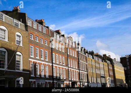 Georgische Häuser im Queen Anne's Gate, neben der St. James's Park, Westminster, London SW1, England, Großbritannien - Stockfoto