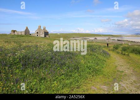 Das alte Bauernhaus auf der Jetzt unbewohnten Insel Vallay, North Uist in den Äußeren Hebriden, in Schottland, Großbritannien - Stockfoto