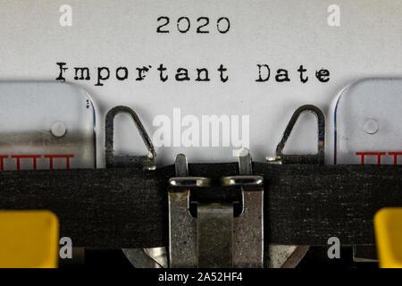 Alte Schreibmaschine mit Text 2020 wichtiges Datum Stockfoto