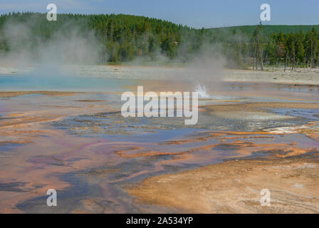 Grand Prismatic Hot Spring, Midway Geyser Basin, Yellowstone, WY USA. - Stockfoto