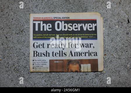 """Eine britische Zeitung mit der Schlagzeile: """"zum Krieg bereit, Bush sagt Amerika."""" Am 16. September 2001 veröffentlicht. - Stockfoto"""