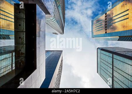 Die Wolkenkratzer an der Gloucester Road. Wan Chai, Hong Kong, China.