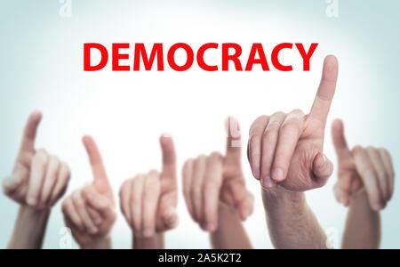 Viele Leute machen ihre politische Entscheidungen. Konzept der Demokratie. - Stockfoto