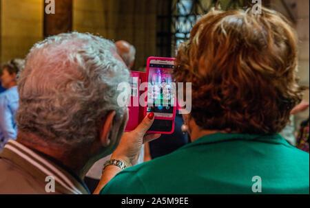 Senior Paar unter selfie innen Schloss, Prag, Tschechische Republik - Stockfoto