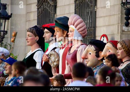 Die Riesen Parade während La Merce Festival 2019 am Placa de Sant Jaume in Barcelona, Spanien