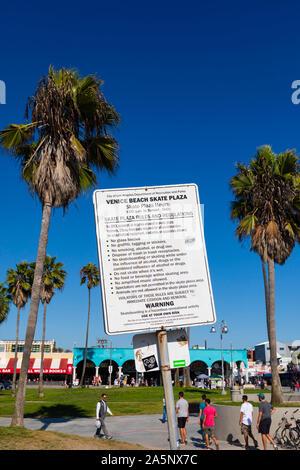 Skate Plaza Park Verbote Aushang, Venice Beach, Santa Monica, Kalifornien, Vereinigte Staaten von Amerika. USA. Oktober 2019 - Stockfoto