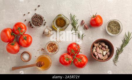 Pasta, Spaghetti, frischem Basilikum, Salz, gerösteten Tomaten, geschmorte Hühnerkeule, roma Tomaten, marinara Sauce, Spaghetti Sauce, regioni, Pasta Sauce - Stockfoto