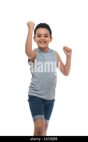 Eine glückliche junge Sieger Boy feiert seinen Erfolg, Hände hoch auf weißem Hintergrund - Stockfoto