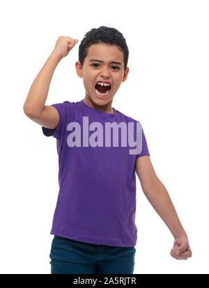 Eine glückliche Gewinner aktiv Junge schreiend auf weißem Hintergrund - Stockfoto