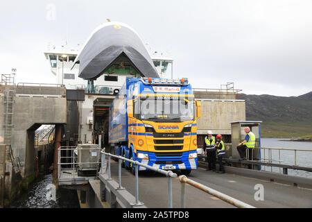 Fähre in Lochmaddy Ferry Terminal ankommen, auf North Uist, auf den Äußeren Hebriden, von Uig auf der Isle of Skye, in der Inneren Hebriden, im Westen Scotlan - Stockfoto