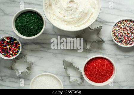 Weihnachtsplätzchen Zutaten und Zubehör. Kopieren Sie Platz. - Stockfoto