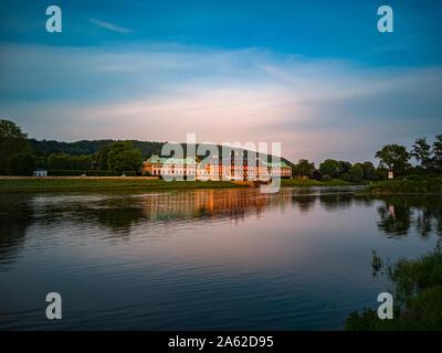 Dresden, Sachsen, Deutschland - 24. Mai 2019: Schloss Pillnitz in das Licht der untergehenden Sonne in Dresden, Sachsen, Deutschland. - Stockfoto