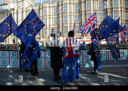An dem Tag, an dem der Ministerpräsident bringt seine Brexit Rechnung für eine Abstimmung im Unterhaus, Anti Brexit pro-Europäische Union Demonstranten Demonstration in Westminster am 22. Oktober 2019 in London, England, Vereinigtes Königreich. Brexit ist der geplante Rückzug des Vereinigten Königreichs aus der Europäischen Union. Nach einem Referendum im Juni 2016, in der 51,9% der teilnehmenden Wähler gestimmt zu verlassen. - Stockfoto