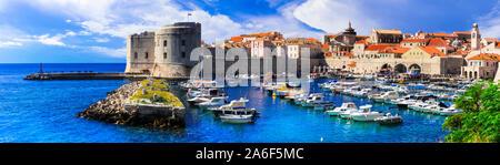 Städte und Sehenswürdigkeiten von Kroatien - Schöne historische Dubrovnik Stadt in Dalmatien, touristischen und kreuzfahrtbestimmungsort Stockfoto