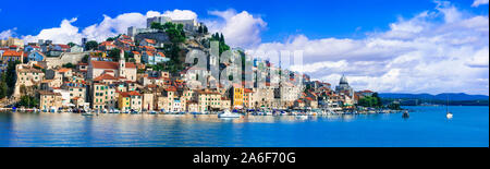 Städte und Sehenswürdigkeiten von Kroatien - wunderschöne historische Küstenstadt Sibenik - Stockfoto