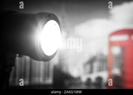 Ein studio Beleuchtung Setup in einem Londoner Studio, bereit für Fotografen und Interviewer zu erfassen sie Moment auf digitaler Film, Video und Fotografie - Stockfoto