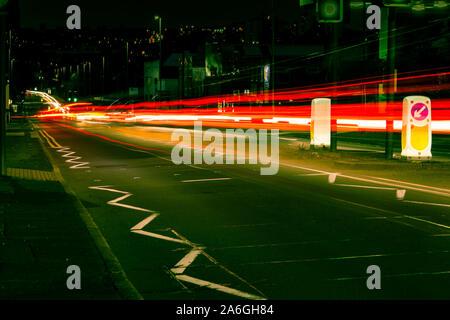 Fotos mit langer Belichtungszeit von Victoria Straße, die zu Hanley mit Subway Restaurant im Hintergrund - Stockfoto