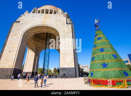 Mexiko, Mexico City - 2 September, 2019: Wahrzeichen Revolution Monument (Monumento a la Revolucion) in der Nähe von Mexico City Center und Paseo de la Refo - Stockfoto