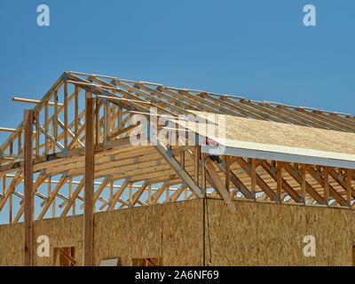 Bau Zimmerei Gebäude Sprengwerk Baustelle Holz - Stockfoto